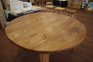 楡の楕円型テーブル