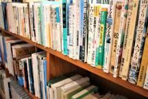 「きこりの店」図書コーナーと新刊のご紹介