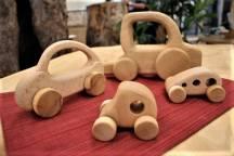 おもちゃを越えた木工品の車