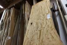 「きこりの店」材料棟の国産広葉樹を紹介します
