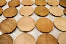 新商品「木のお皿(小)」の紹介です。