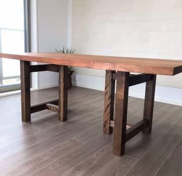 我が家の自慢のオニグルミのテーブル